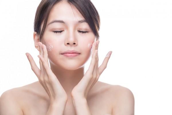 Làm sạch da mặt 1
