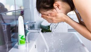 Bước 5: Rửa sạch mặt 1