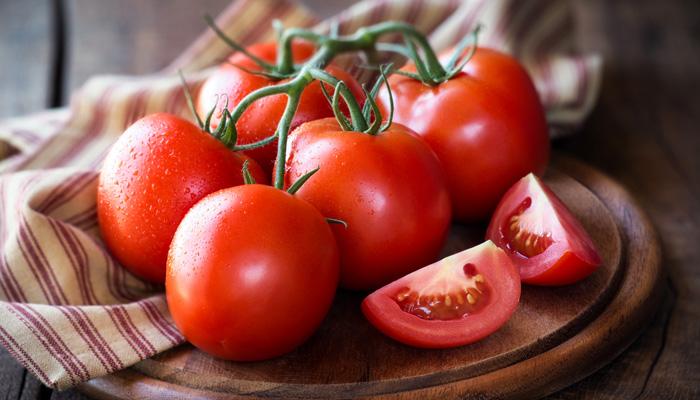 3 - Sử dụng cà chua trị mụn bọc thâm đen 1