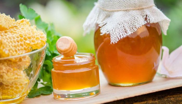 6 - Mật ong chữa mụn bọc thâm đen 1