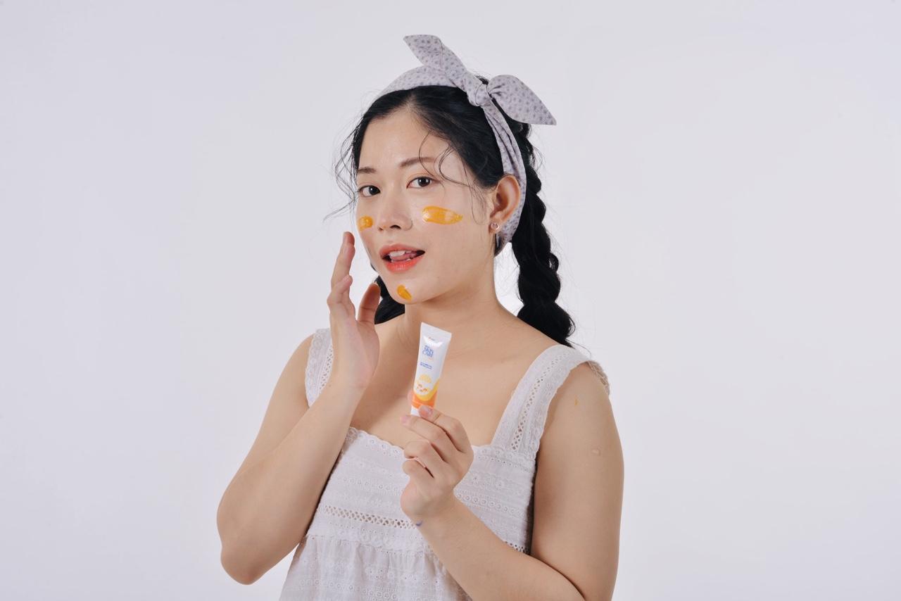 05. Sử dụng kem dưỡng ẩm để chăm sóc da khô hiệu quả 1
