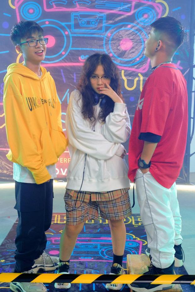 LENA_Nữ rapper trong ca khúc tạo HIT