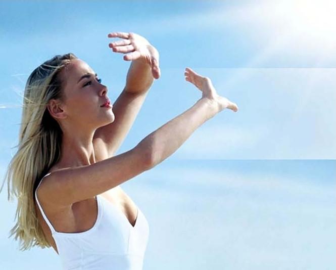 6. Thoa kem chống nắng đều đặn cũng là cách chữa sẹo rỗ ở mặt hiệu quả 1