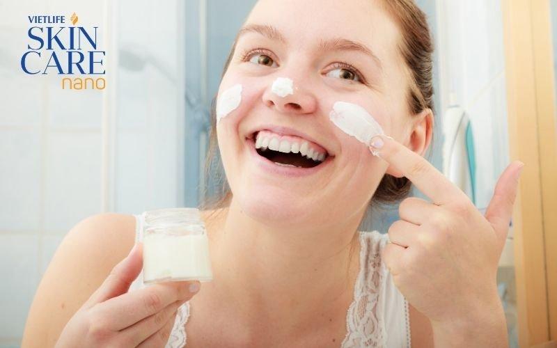 Dưỡng ẩm da có vai trò gì trong điều trị mụn? 1